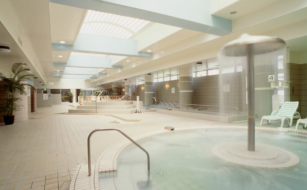 水着着用の男女共浴型のバーデゾーン