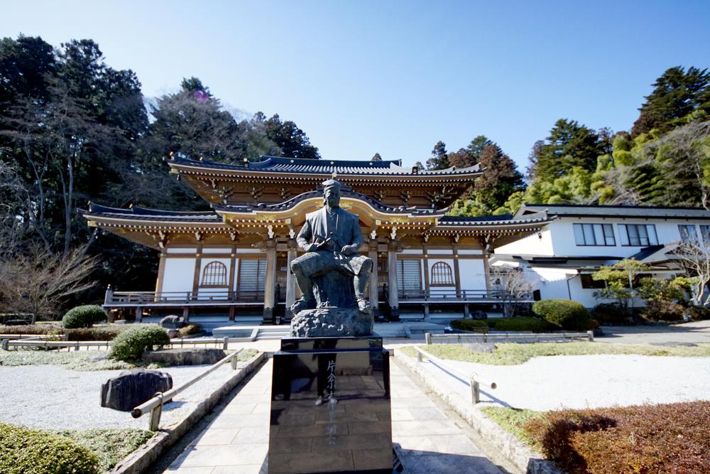 片倉小十郎景綱公の銅像